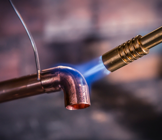 Mag-Torch MT245C Wide Flame Brass Torch being used to heat up end of a copper pipe