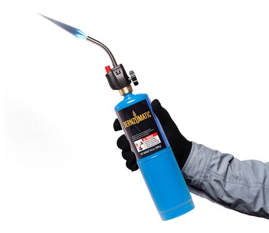 Person with black gloves on MT525C torch on Bernzomatic fuel cylinder