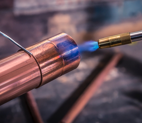 MT565 torch heating up a copper pipe