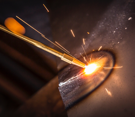 MT585OX torch welding metal with sparks